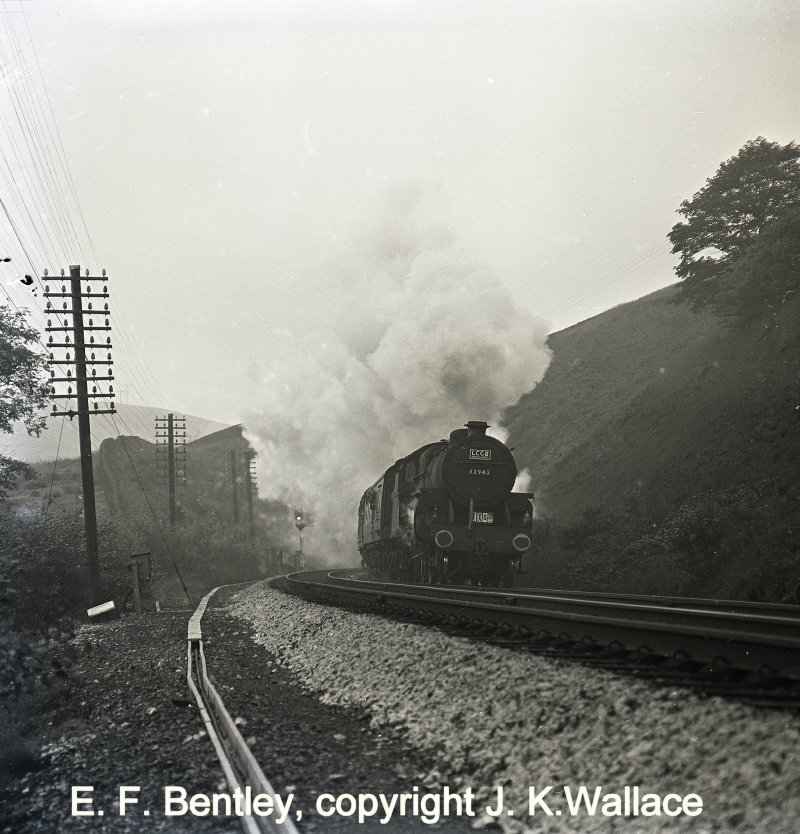 42942 1X50 LCGB Tour Liverpool – Ex - Goole 42942  1X50 LCGB tour Liverpool Ex – Goole 10.42 Sat 8/10/1966 leaving Hall Royd Jc after detaching pilot