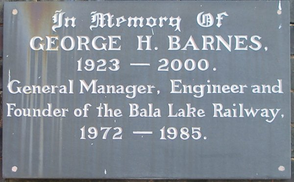"George Barnes slate plaque displayed at Llanuwchllyn Station, Bala Lake Railway which reads ""In Memory of George H. Barnes 1923 -2000. General Manager, Engineer and Founder of the Bala Lake Railway 1972 - 1985""."