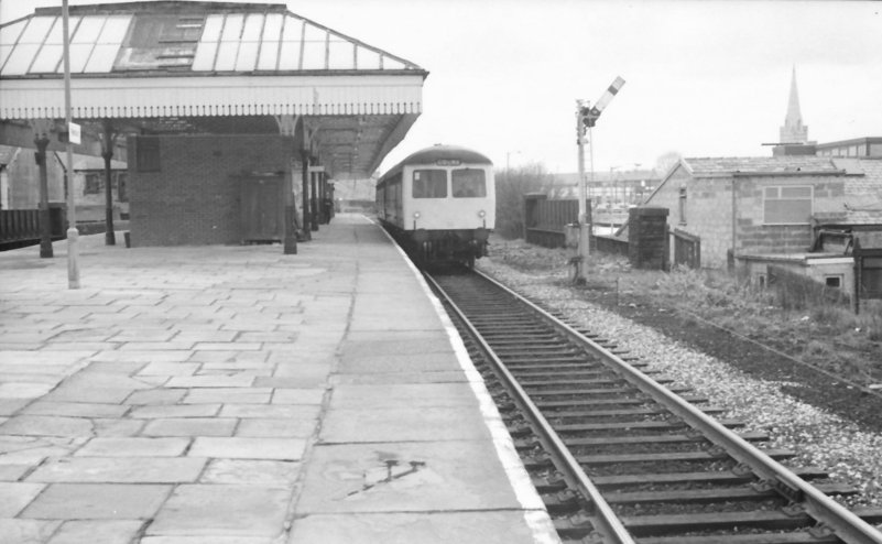 Class 105 Craven DMU at Nelson, Lancashire sets off for Colne on 23 May 1977